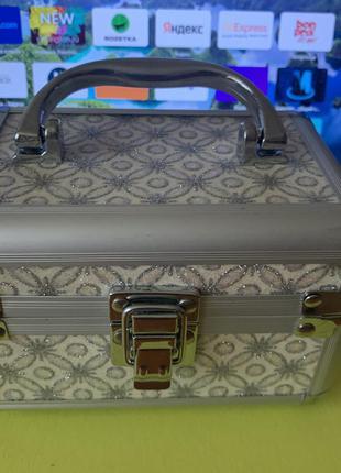 Шкатулка чемоданчик доя украшений