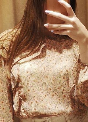 Блуза бренда stradivarius
