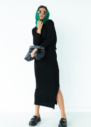 Черный трикотажный костюм в рубчик с юбкой