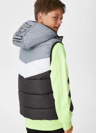 Стильный жилет для ребенка c&a