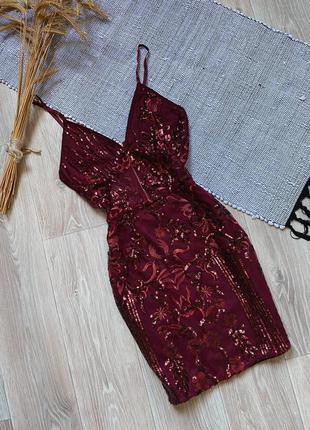 Бордовое платье с пайетĸами prettylittlething