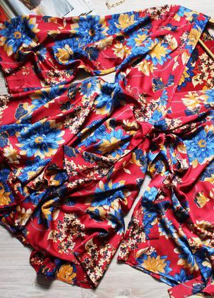Очень красивое сатиновое платье с цветами
