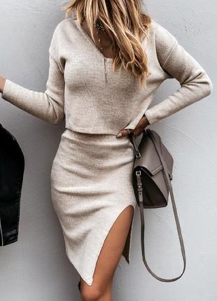 Ангоровый костюм с юбкой с разрезом