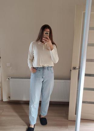 Светлые джинсы с высокой посадкой
