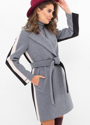 Оригинальное трёхцветное пальто