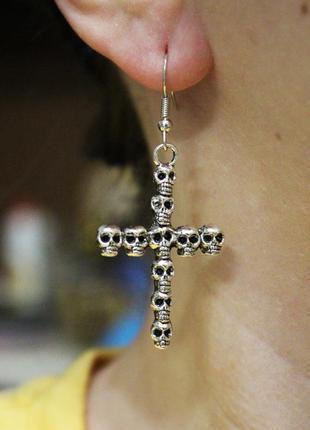 Крутые серьги крест кресты рок готика сережки череп