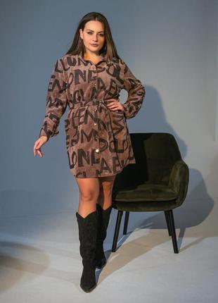 Женское вельветое платье с поясом