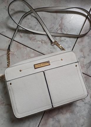 Белая сумочка кросбоди