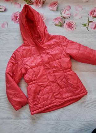 Легка червона курточка від in extenso.