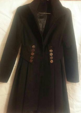 Пальто стильное, черное.