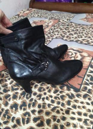 Симпатичные кожаные натуральная кожа ботинки bata 37 р