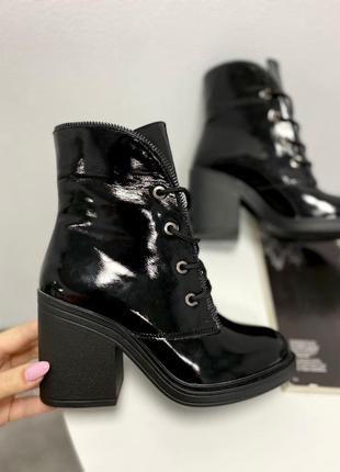 Ботинки натуральная лакированая кожа черный зима