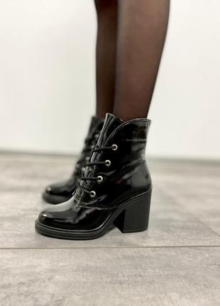Ботинки натуральная лакированая кожа черный деми