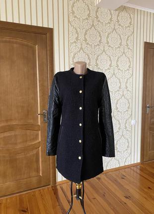 Демисезонное шерстяное пальто с кожей