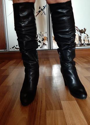 Черные зимние высокие кожаные сапоги с натуральным мехом