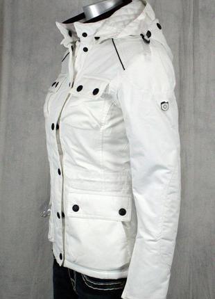 Крутая белоснежная куртка-ветровка от wellensteyn