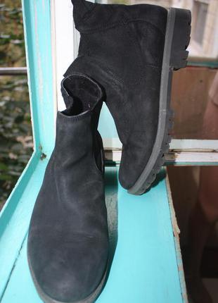 Стильные удобные ботинки челси