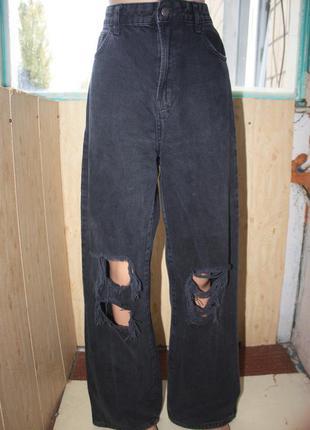Крутые рваные чёрные джинсы bershka