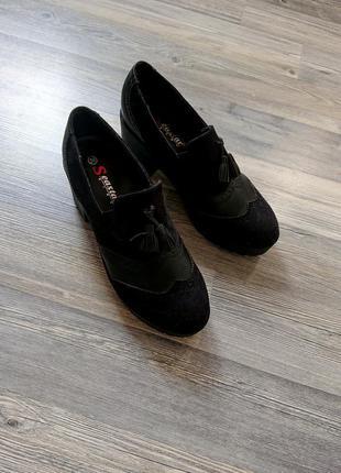 Женские чёрные туфли на тракторной подошве р.39