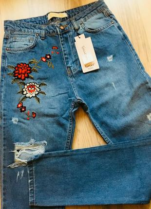 Модные мом бойфренд джинсы с вышивкой высокая талия 29р (маломерят)  zara