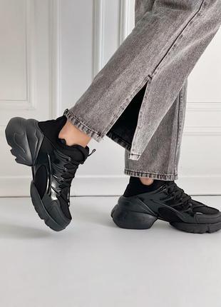 Чорні кросівки зі взуттєвого текстилю  зі вставками силікону