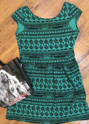 Зеленое с черным свободное платье stradivarius