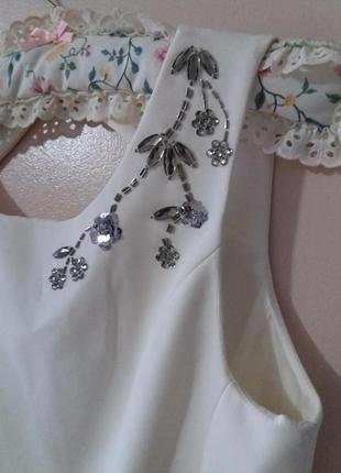 Изумительное платье с шикарной вишивкой,