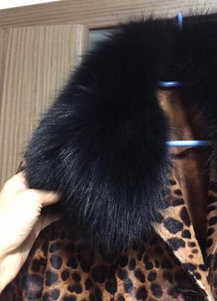 Пальто кожаное с меховым воротником леопард