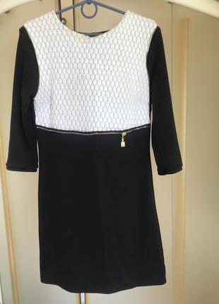 Плотное тёплое классическое платье базовое