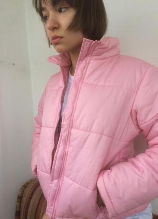 Нежно розовый пуховик