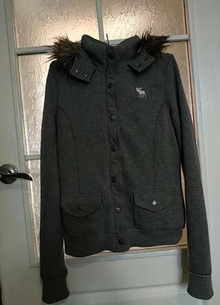 Удобная и очень теплая женская кофта,куртка фирмы abercrombie &fitch new york.оригинал 100%.l-ка..