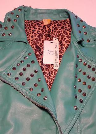 Кожаная курточка косуха декорирована шипами 40/l