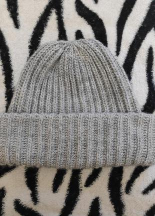 Серая обьемная шапка
