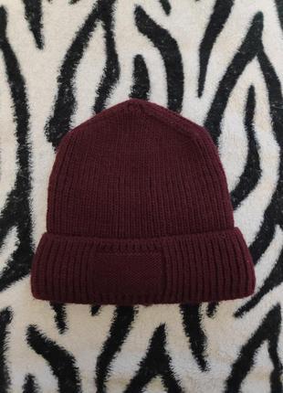 Бордовая шапка