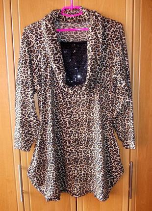 Теплое платье /туника с леопардовым принтом и с пайетками на груди