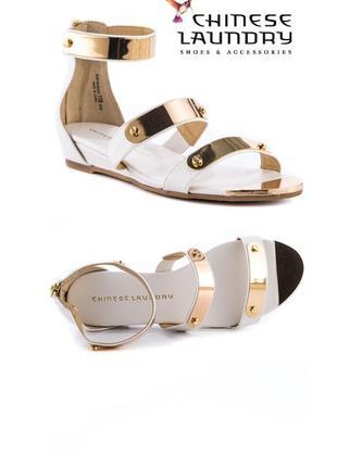 Chinese laundry сандалии босоножки гладиаторы с золотыми пластинами бренд из сша