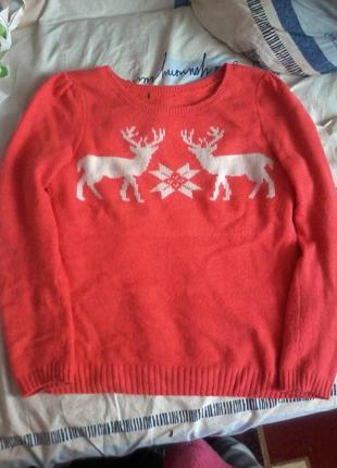 Теплый свитер с оленями