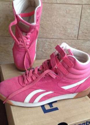Высокие кроссовки розового цвета