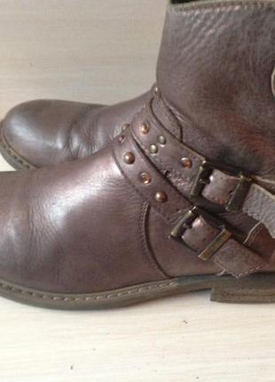 Кожаные ботинки -39 р