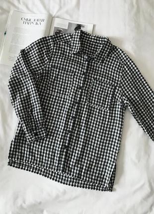 Рубашка в клетку с накладными карманами черно-белая