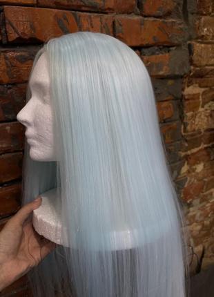 Продам парик в стиле кайли нежно голубого цвета
