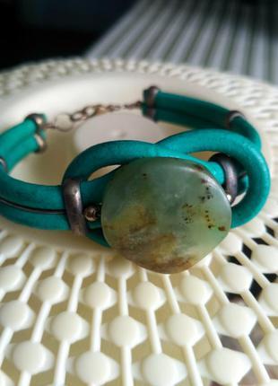Кожаный  браслет с нефритом