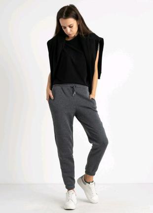 Стильный спортивные брюки.