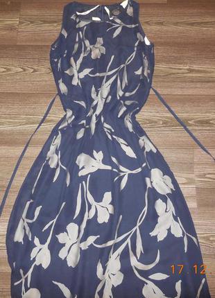 Роскошное платье в цветочный принт