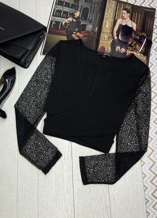 Чёрная блуза на запах с кружевными рукавами с разрезом на талии s m