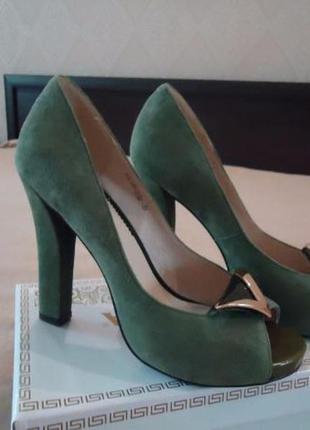 Зеленые замшевые туфли (новые)