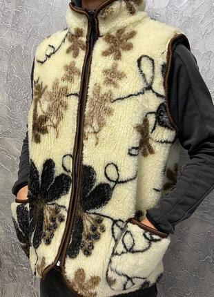 Меховая жилетка теплпя зимняя