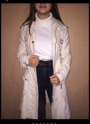Элегантное, модное, стильное, строгое и эффектное белое бежевое пальто. р. xs s, m