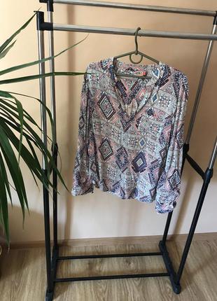 Рубашка в геометрический принт