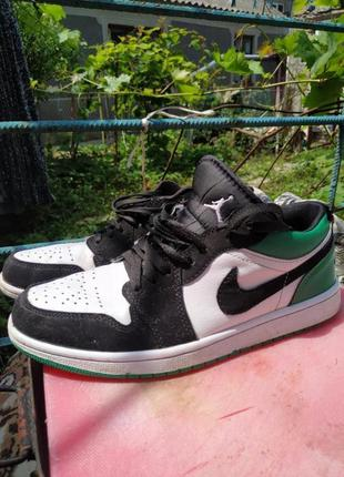 Jordan 1 low mystic green